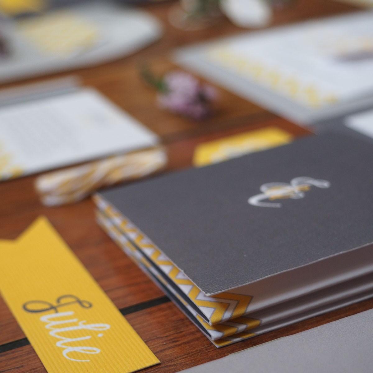 faire-part personnalisé mariage jaune gris amiens lille paris creation chevron elegant chic pliage