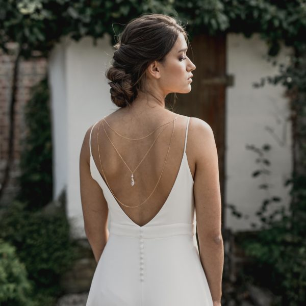 collier de mariage avec goutte en cristal pour robe dos nu