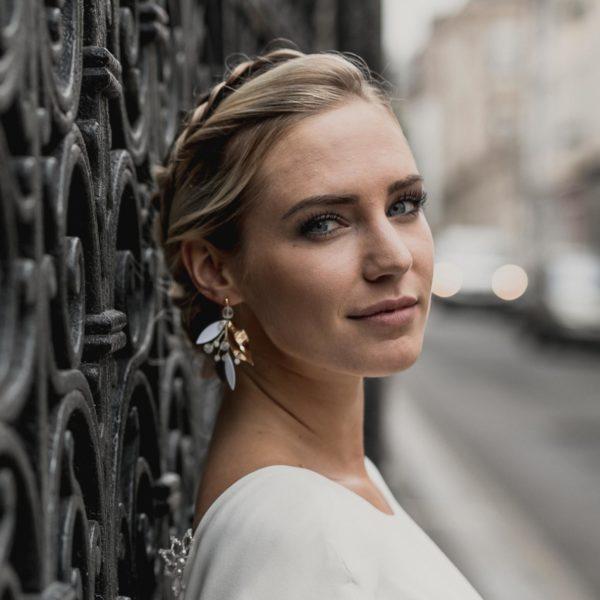 boucles d'oreilles longues avec feuille dorée pour mariée