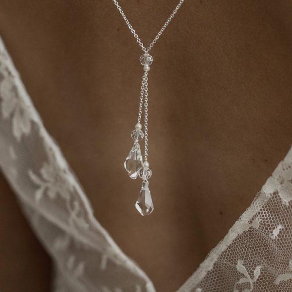 bijou de mariage pour robe de mariée dos nu avec goutte en cristal