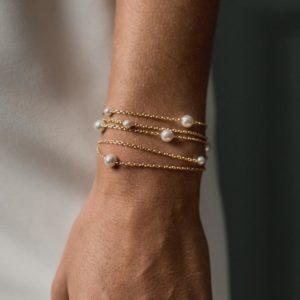 bracelet de mariage avec plusieurs rangs fin avec des perles