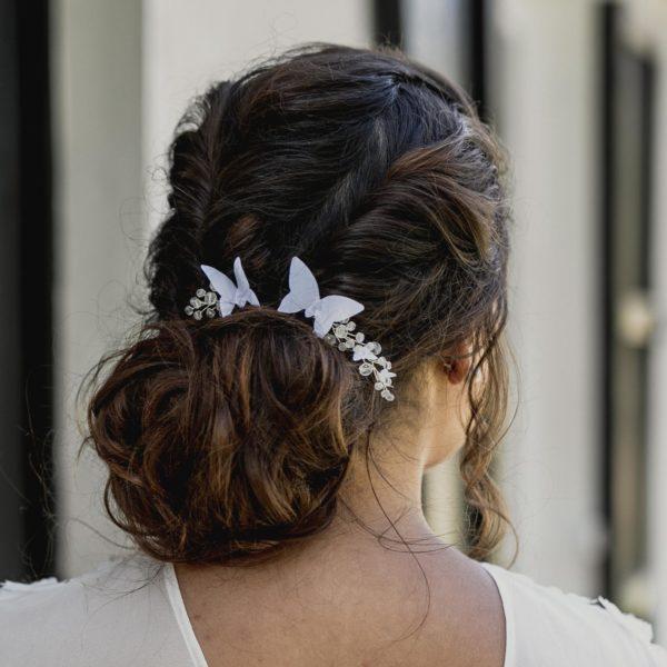 accessoire de mariage avec des perles et des papillons pour coiffure de mariée