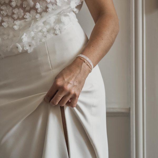 bracelet de mariée en dentelle et fines perles pour mariage romantique et bohème