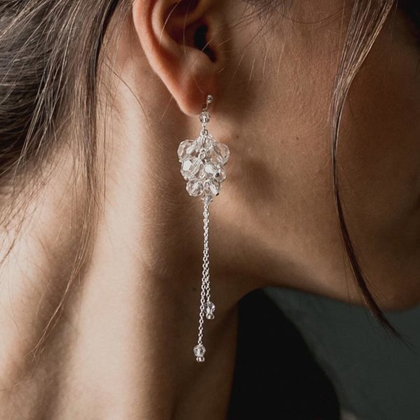 boucles d'oreilles de mariage longues en cristal en forme de grappe