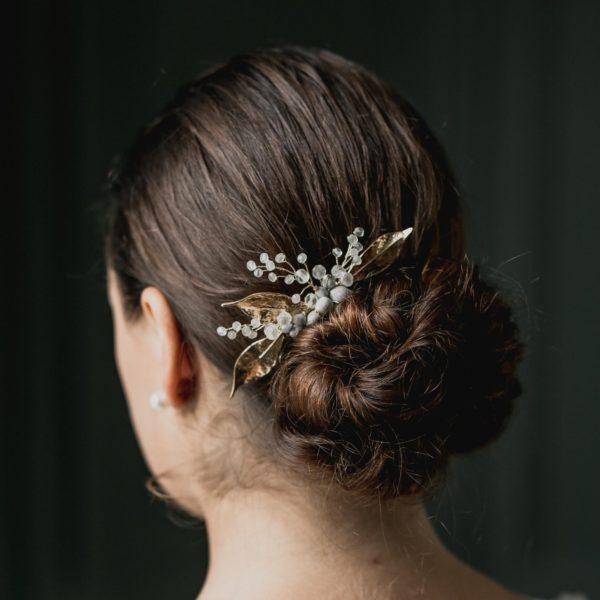peigne de mariage en perle et feuille dorée pour coiffure de mariée