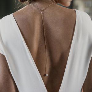 collier de mariage fin et élégant pour robe de mariée dos nu