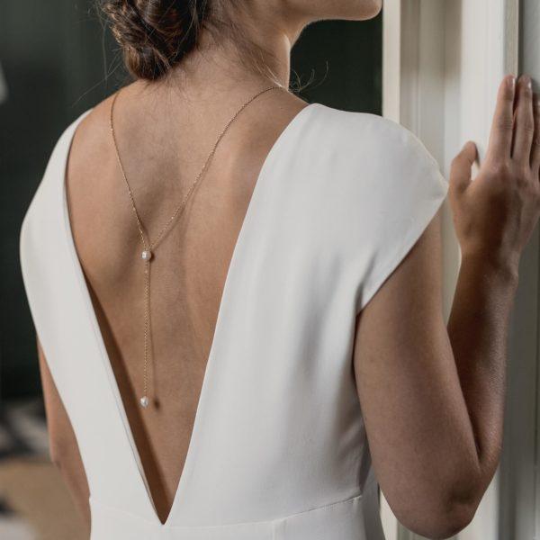 collier de mariage en perle pour robe dos nu