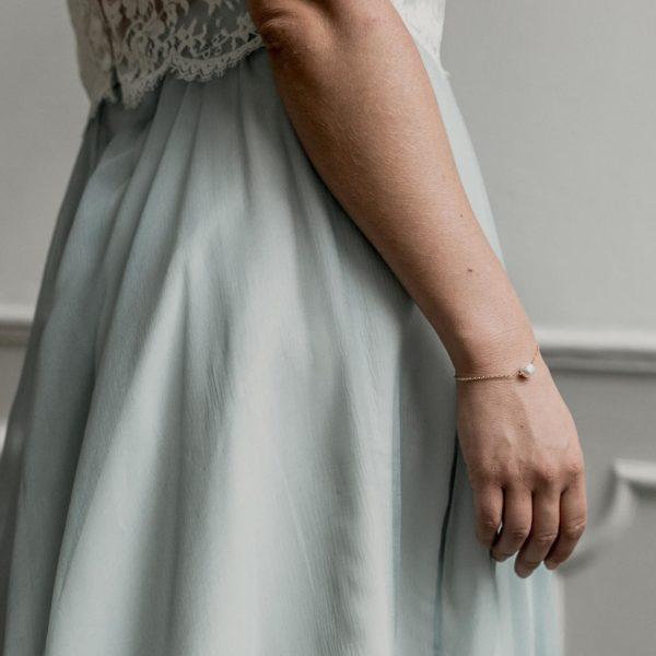 bracelet de mariage avec une perle baroque fin et simple
