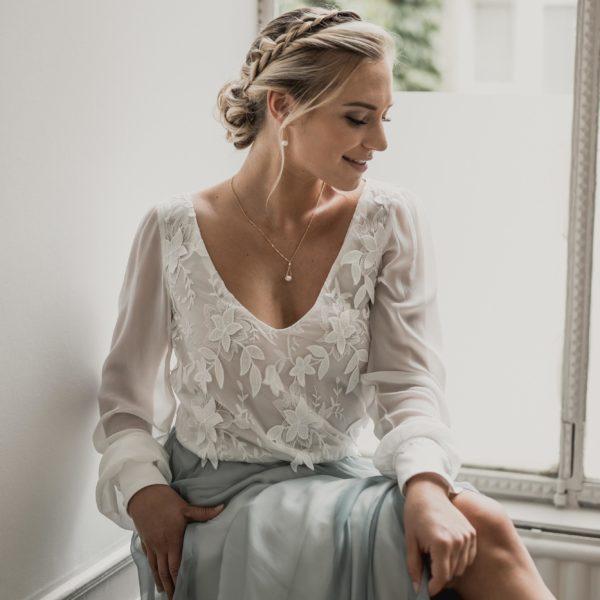 collier de mariage pendant avec un perle baroque sur une fine chaine