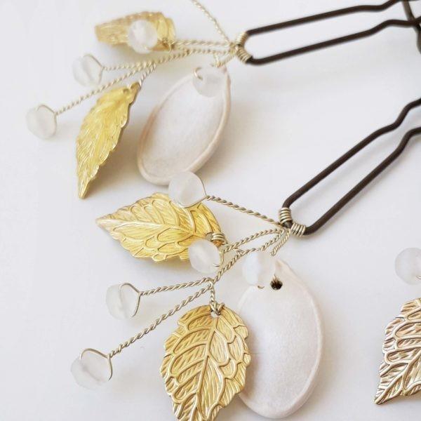 accessoire cheveux mariage avec des perles et des feuilles