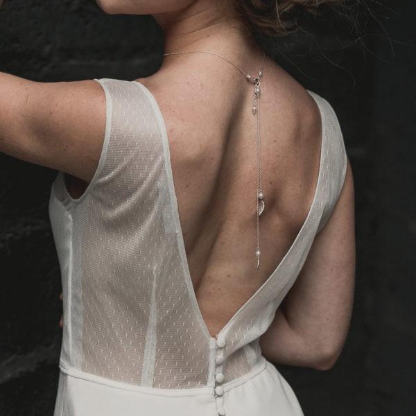 bijou robe dos nu avec des feuilles