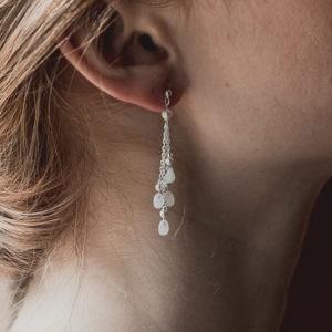 boucles d'oreille de mariée avec des petites gouttes