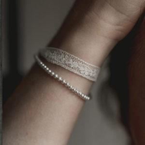 bracelet de mariage fin en dentelle et en perle