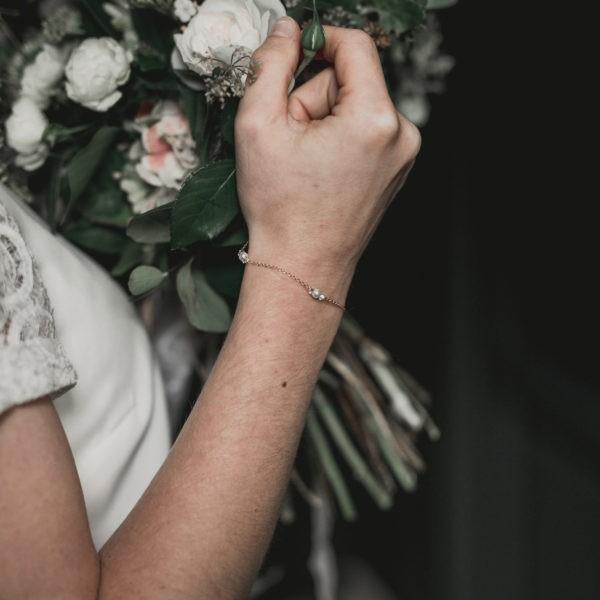 bracelet de mariage simple avec des petites perles, strass et cristal