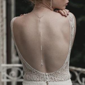 collier de dos pour robe dos nu avec goutte en cristal