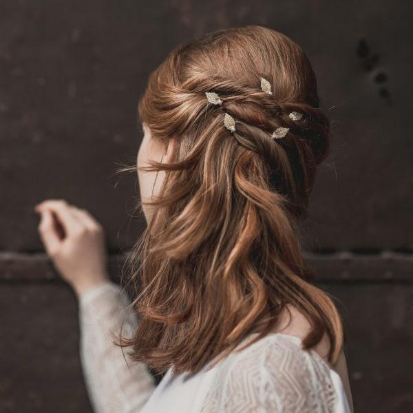 epingle à chignon de mariage avec feuille et perle